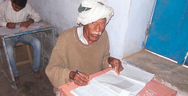Con 77 años quiere terminar la secundaria tras 46 intentos fallidos