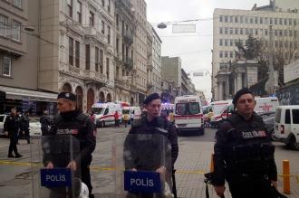 Cinco muertos y 36 heridos en un atentado suicida en el centro turístico de Estambul