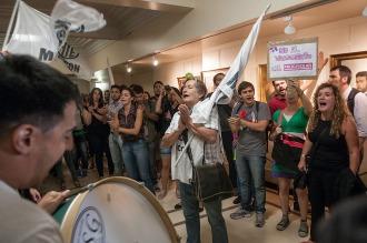 Empleados del Ministerio de Economía protestaron por trabajadores despedidos