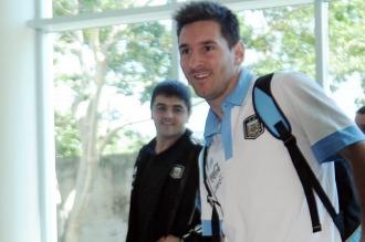 La selección argentina partió rumbo a Córdoba para jugar frente a Bolivia