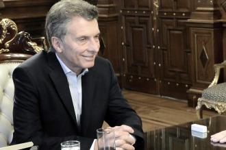 Mauricio Macri recibe al gobernador de Tucumán en la Casa Rosada