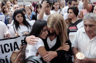 Multitudinaria marcha en reclamo de justicia por el femicidio de las mochileras