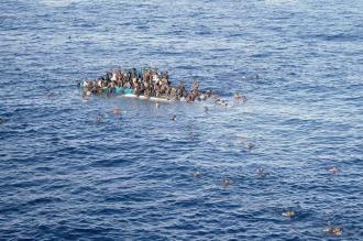 Naufragó una embarcación que zarpó de Libia: 4 muertos y 30 desaparecidos