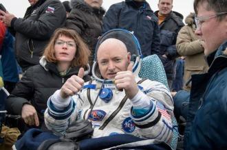 Nuevo récord en Estados Unidos de permanencia de un astronauta en el espacio