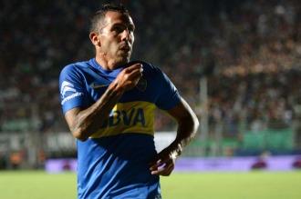 """Tevez podría marcharse de Boca en junio tras conocerse una foto suya con """"La 12"""""""