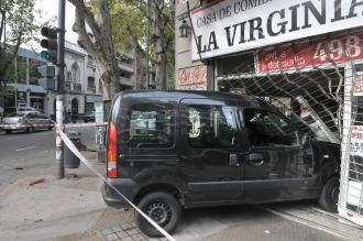Una camioneta se incrustó contra un local en Almagro