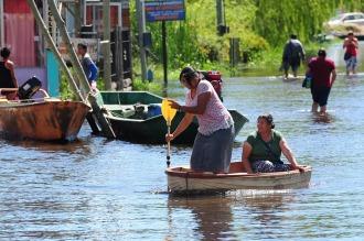 Unas 2.000 personas de Villa Paranacito conviven desde hace dos meses con el agua
