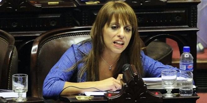 """Victoria Donda a Kicillof: """"Ponete las plumas para hablar"""""""