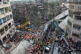 Detienen a los responsables de la obra que se derrumbó en Calcuta y dejó 23 muertos