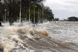 Aviso por la crecida del Río de la Plata en la costa del área metropolitana y La Plata