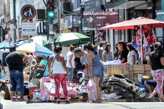 El gobierno porteño inicia un censo de manteros en Flores