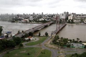 El Paraná está estacionario y el Salado baja, con 1.500 evacuados en Santa Fe