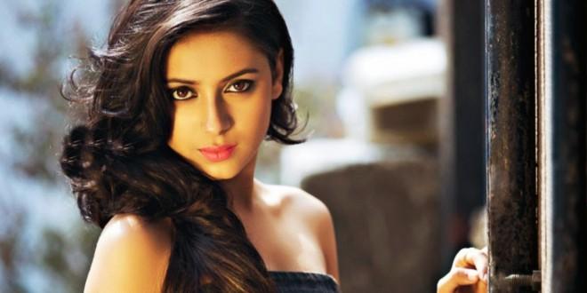 Encuentran a famosa actriz de Bollywood colgada de un ventilador y vestida de novia