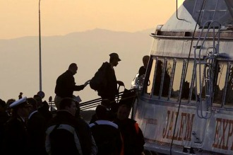 Retoman las deportaciones de migrantes y refugiados desde Grecia a Turquía