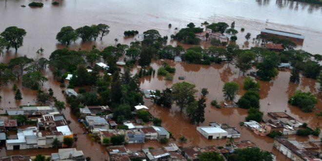 Macri suspende su agenda para viajar al Litoral por las inundaciones