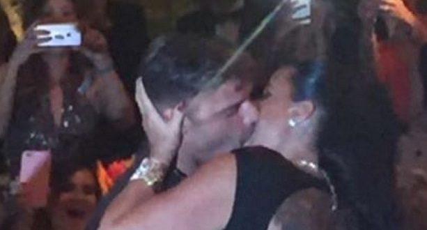 Pagó 90.000 dólares solo para besar a Ricky Martin