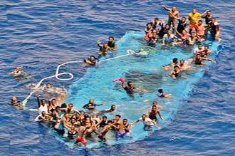 Al menos, 700 refugiados muertos en el Mediterráneo en sólo una semana