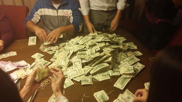 Allananaron la casa de un financista K: había 1.600.000 dólares y 2 millones de pesos
