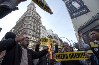 Taxistas porteños realizaron 10 protestas simultáneas en la Ciudad contra Uber