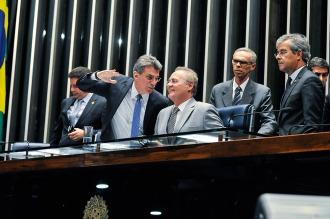 El líder de Diputados pone una traba al juicio político, pero el Senado lo ignora