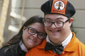 Hotel atendido por jóvenes con Síndrome de Down: una idea que puede llegar al país