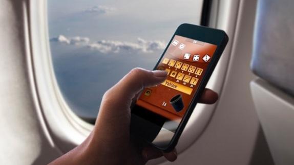 Que pasa realmente si los pasajeros de un avión no apagan sus celulares
