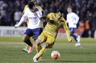 Boca se trajo de Montevideo un valioso empate en su camino hacia la semifinal