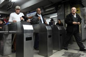 Los Metrodelegados liberan molinetes en Constitución por un conflicto intersindical