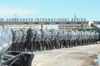 Gendarmería desalojó el corte que bloqueaba el ingreso a Ezeiza