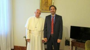 """Aseguran que el Papa """"felicitó por su coraje"""" al juez Casanello"""