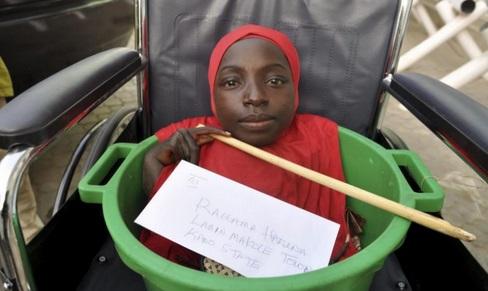 Nació sin cuerpo y vive en un balde, pero ella se considera afortunada de estar viva