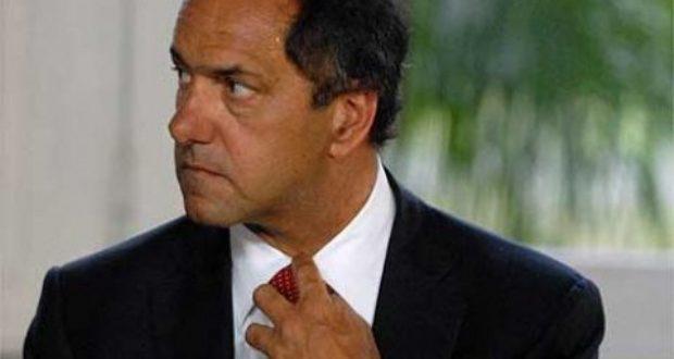 Carrió denunció a Daniel Scioli por lavado de dinero y fraude contra la administración pública