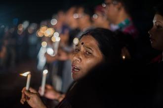 La policía investiga la conexión local por el ataque al restaurante de Bangladesh