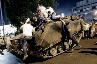 Turquía cerró más de 1.700 centros privados vinculados al presunto cerebro del golpe