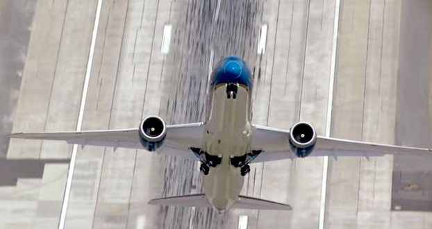 Video: Espectacular despegue vertical de un Boing 787-9 Dreamliner