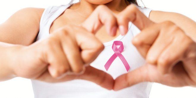 La foto que muestra uno de los síntomas del cáncer de mama que quizá no conozcas
