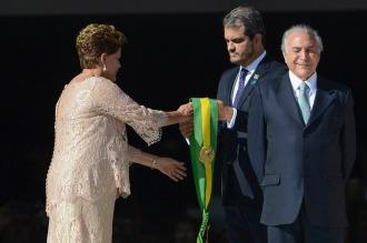 Comisión del Senado aprobó elevar el informe que insta a destituir a Dilma Rousseff