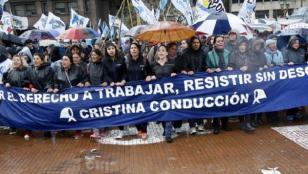 Con críticos discursos cerró la marcha de la resistencia