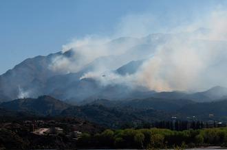 Controlan el 70% del incendio forestal de Potrero de los Funes