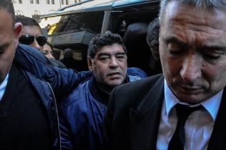 Maradona le apuntó a los dirigentes del fútbol argentino y a Mac Allister