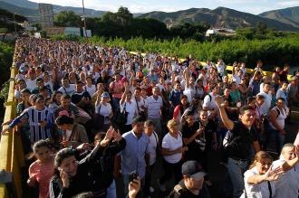 Miles de venezolanos cruzan a Colombia en la reapertura de la frontera común