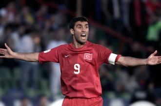 Turquía ordenó arrestar al ex futbolista Hakan Sükür por presuntos vínculos golpistas