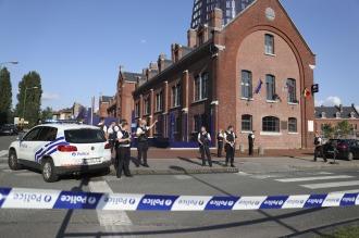 """Un hombre atacó a dos policías con un machete y apuntan a la """"pista terrorista"""""""