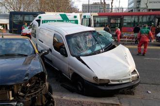 Unos 14 heridos tras chocar un colectivo y una camioneta en el Metrobus Juan B. Justo
