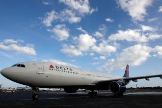La aerolínea Delta deja en tierra todos sus vuelos por una falla a nivel mundial