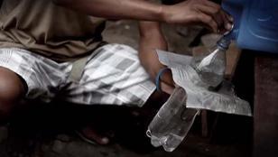 Crea luz con botellas de plástico para familias pobres