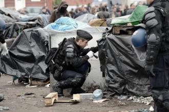 El Reino Unido construirá un muro antiinmigrantes de cuatro metros en Calais