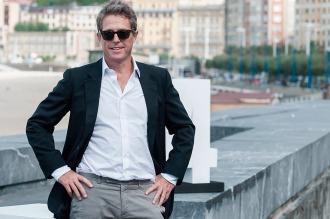 El actor británico Hugh Grant seduce por igual a hombres y mujeres en San Sebastián