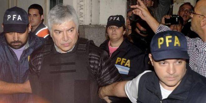 Lázaro Báez cerró su diario y su FM