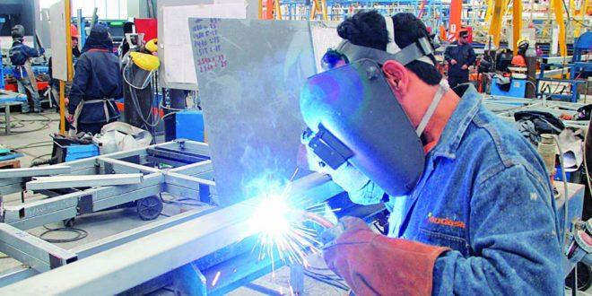 La actividad industrial cayó 5,7% en agosto, el peor nivel en 18 meses